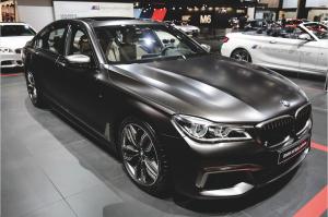 Le Mondial de l'Auto rivalise de nouveautés